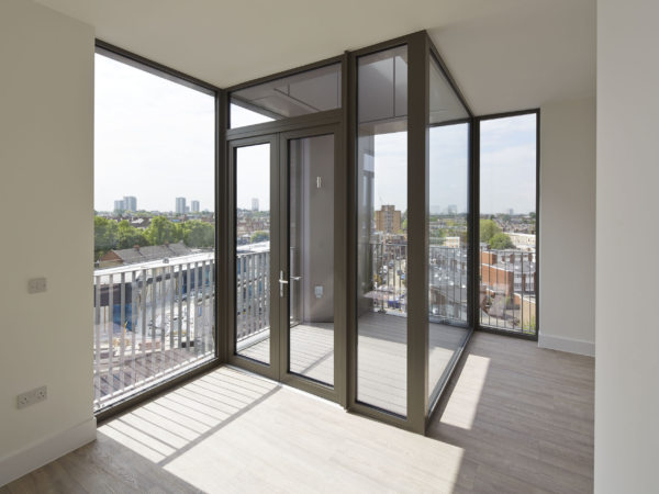Alison Brooks Architects _ South Kilburn Estate Regeneration _ Bronte and Fielding _ Photo Interior Balcony 2